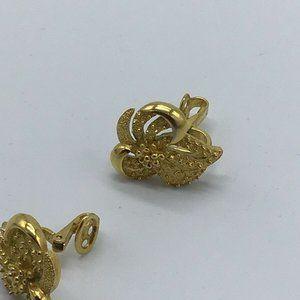 Trifari Jewelry - CROWN TRIFARI Gold Tone Modernist Clip Earrings